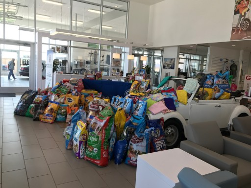 Street Volkswagen of Amarillo Holds Pet Food Drive to Benefit Animals Affected by Hurricane Harvey